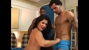 Bruna Ferraz fudendo com dois homens na suruba
