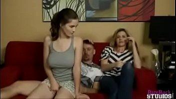 Novinha dando a buceta pro padrasto (incesto)