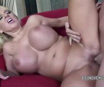 Pornhub completo loira peituda dando a buceta