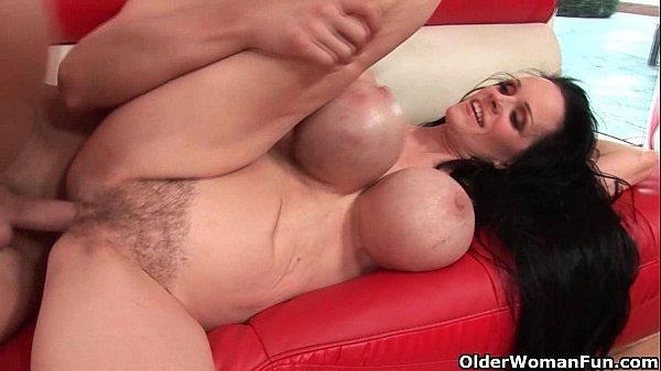 Porno com coroa gostosa peitudona dando pra dotado
