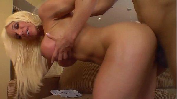Vídeos de sexy com loira peituda dando gostoso