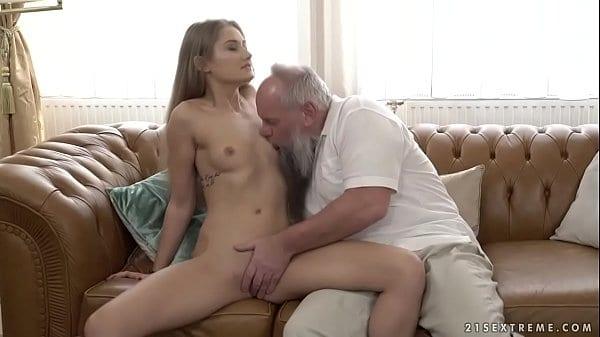 Incesto neta gostosa dando pro seu avô safado