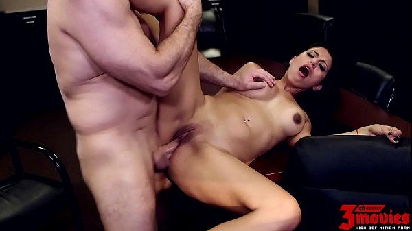 Porno com moreninha gostosa metendo até tomar gozada
