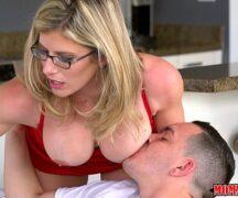 Xxxvideos mãe gostosa flagra a filha trepando com o namorado