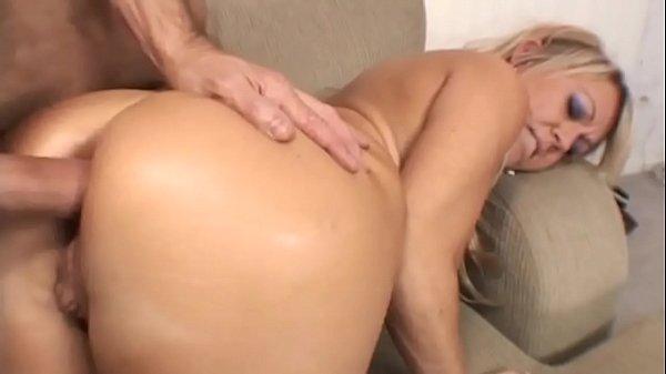 Filmes porno doido com loira cuzuda trepando no pelo