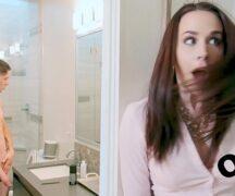 Puta gostosa fodendo no banheiro com seu namorado