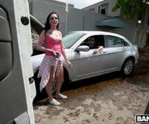 Punheta e sexo em público transando dentro do carro