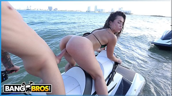 Porno 300 vadia gostosa rabuda dando na praia acabou no xvideos porno